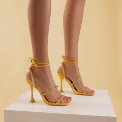 Model ref. 85-49 #vices #vicesshoes #springsummer2021 #newonstock  #fashionshoesstyle #ss21collection #fashioncollection #higheelsandal #diamondshoes #squaretoesandals